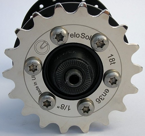 the VeloSolo cog simply bolts on like a brake disc